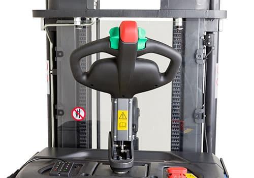 styrehåndtag til elektrisk stabler med friløft
